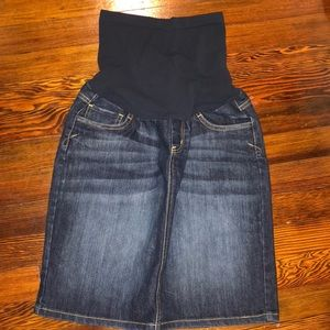 Maternity full panel jean skirt size small